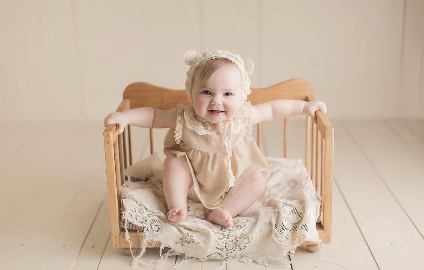 baby-girl-vintage-photoshoot